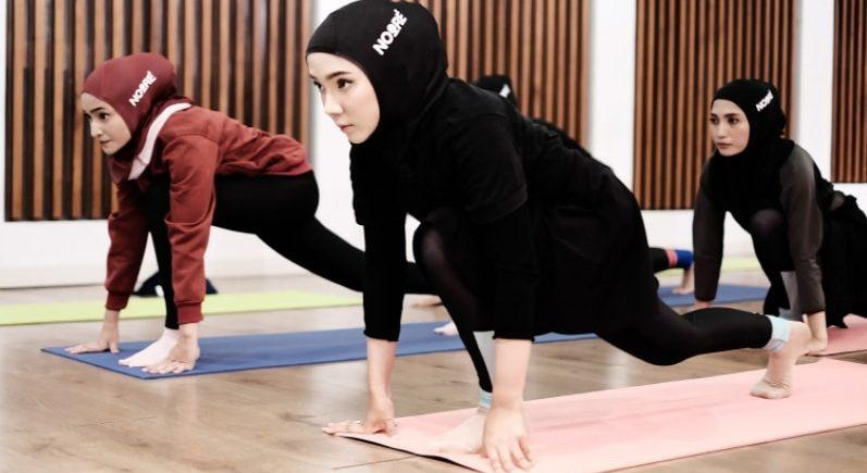7 Manfaat Menyertakan Olahraga Yoga di Kegiatan Sehari-hari